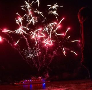 Mécsesrengeteg a Dunán, tűzijáték - Idén is gyönyörű volt a Nepomuki-ünnep