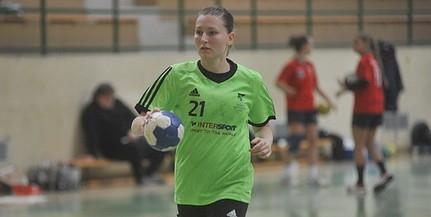 A játéktól búcsúzott, de maradt szeretett csapatánál a mohácsi női kézilabdázás ikonja, Zsolt Krisztina
