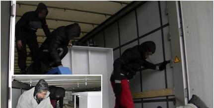 Huszonkilenc migránst fogtak a rendőrök Bács megyében