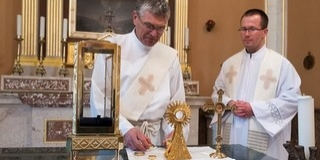 Hamarosan Mohácsra érkezik a bátai Szent Vér ereklye, egy hétig lesz látható