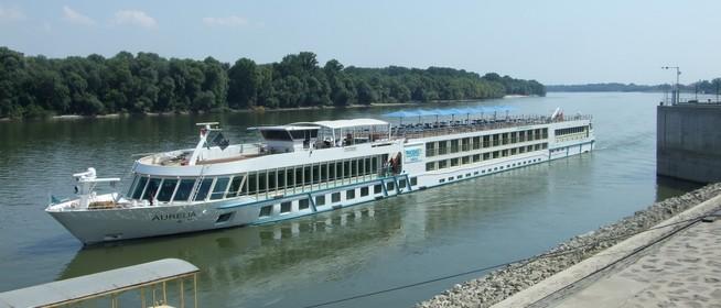 Százezer utas érkezett a Dunán - Finn módszerrel ellenőrzik a vízi járművek vezetőit Mohácsnál