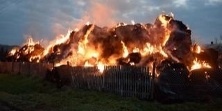 Hatalmas tűz volt Borjádon, kétezer szénabála égett le