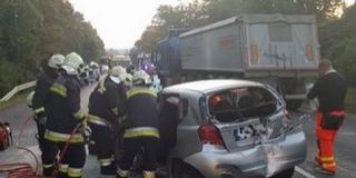 Négy jármű ütközött Lánycsóknál, egy ember súlyosan megsérült