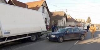 Bári baleset: fékezés nélkül rohant az autó a teherkocsiba