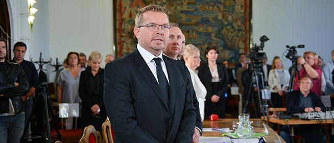 Elrendelték a nyomozást Mohács polgármestere ellen álhírek terjesztésének gyanúja miatt