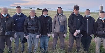 Megint jönnek: ezúttal Majs térségében tartóztattak fel migránsokat a határvédők