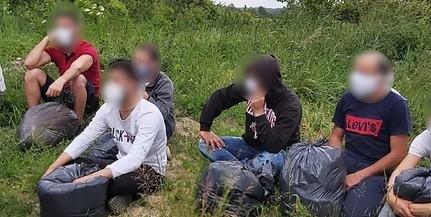 Migránsokat és egy embercsempészt is lekapcsoltak a mohácsi rendőrök Kölkeden