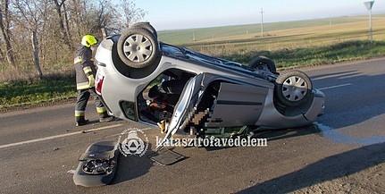 Felborult egy autó Palotabozsoknál, ketten súlyosan megsérültek