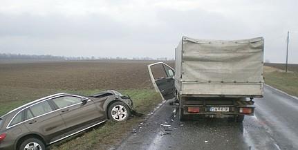 Kisteherautóval ütközött egy személykocsi Borjádnál