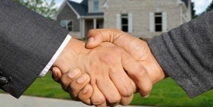 Mennyibe kerülnek a családi házak Mohácson és Pécsett? Nőttek vagy csökkentek az árak?