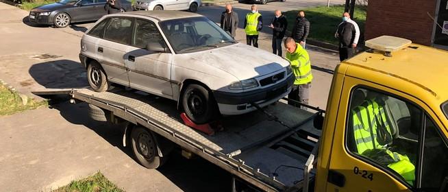 Elszállítják a mohácsi közterületen felejtett roncsokat, gazdátlan autókat