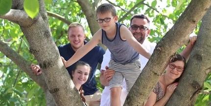 Rögös út a sikerhez: a Török család befejezi, amit tragikusan elhunyt fiuk elkezdett