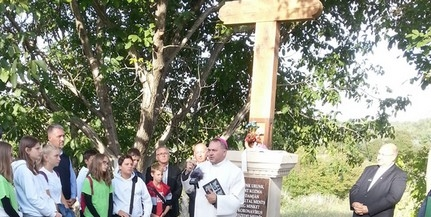 Felszentelték Mohácson hazánk első, gyógyító szentekhez fohászkodó úti keresztjét