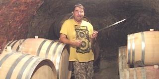 """Aki nem csak zenét, hanem jó borokat is """"hangszerel"""": Horváth Zoltán"""