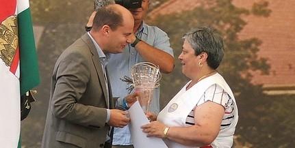 Sajtos ropogós: a kormányhivatal különdíjával ismerték el a Furák család munkáját