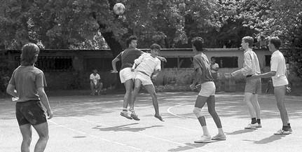 Egy mohácsi világrekord története: nyolc napon és nyolc órán át fociztak a Park utca betonján
