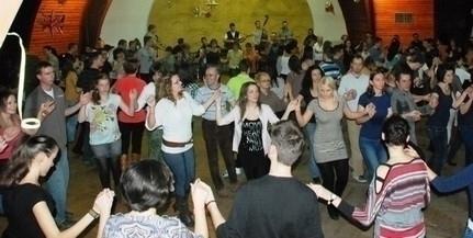 Pénteken újra délszláv táncházban mulathatnak
