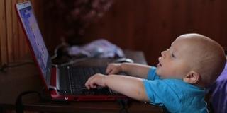 A Facebook nem való a gyerekeknek a szakértők szerint