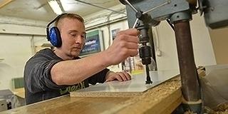 Októberben 6,1 százalékkal csökkent az álláskeresők száma