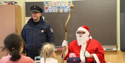 Két osztályt látogatott meg a rendőrség Mikulása