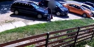 Tizenöt autót rongált meg egy idős pécsi asszony - Berágott, mert elfoglalták a járdát