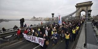 Összefogásra szólítottak a szónokok a budapesti tüntetésen