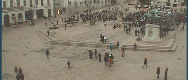 Hát nem már megint elmaradt a forradalom?! Már csak pár százan tüntettek Pécsett