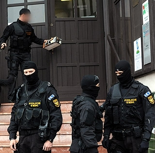 Elvette az őr fegyverét, túszt ejtett, majd megszökött egy fogoly a bíróságról - Lelőtték