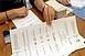 Szerdán kezdi a posta a választási értesítők kézbesítését