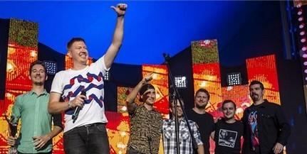 Fiúk a csúcson: ismét a Halott Pénzt választották az év zenekarának