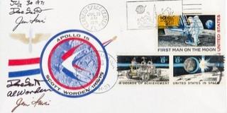 Tizenegyezer eurót fizettek egy Holdra csempészett levélért