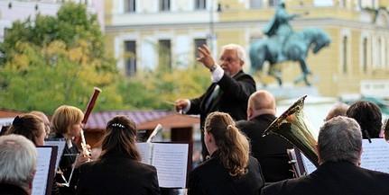Négy nemzet férfi énekesei lépnek fel a bordalfesztiválon Pécsett és Villányban