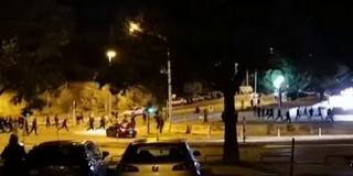 Splitben már megy a meccs: összecsaptak a szurkolók