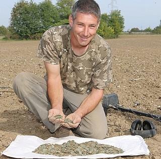 A római korból származó kincsekre bukkant Heidinger Zoltán egy baranyai lelőhelyen