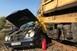Vasúti munkagéppel ütközött egy autó, meghalt a sofőr