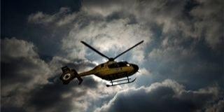 Fának ütközött egy autó Baranyában, mentőhelikopter érkezett