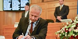 Pécs új polgármestere, Péterffy Attila szellőztetne és kitakarítaná a várost