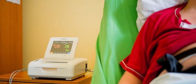 Cáfol a kormány: nem igaz, hogy bezárják a komlói kórházat és a mohácsi szülészetet