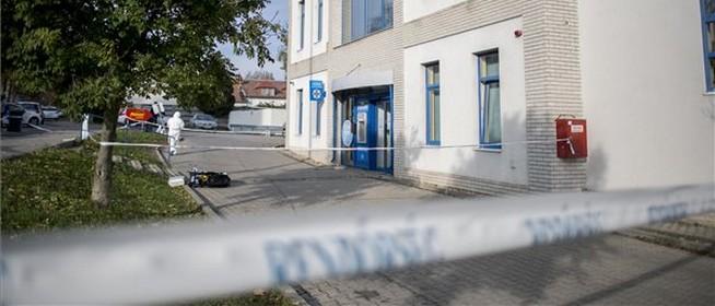 Kiraboltak egy bankfiókot Pécsett a Komlói úton, zajlik a helyszínelés