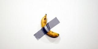 Megette egy látogató a 120 ezer dollárt érő banánt