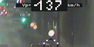 Halálos iramban: Pécsett, a Zsolnay úton kezdett versenyezni egymással két autós - Videó!
