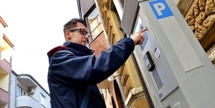 Júniusban is ingyenesen parkolhatnak az autósok Pécsett, utána viszont már fizetni kell