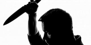 Késsel kaszabolt egy iráni férfi egy pécsi lépcsőházban, súlyos sérülést okozott