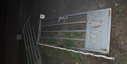 A strand kapuját akarta ellopni egy férfi Pécsett
