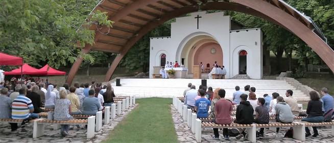 Csendes Isten a hangos világban - Elkezdődött a Máriagyűdi Ifjúsági Találkozó