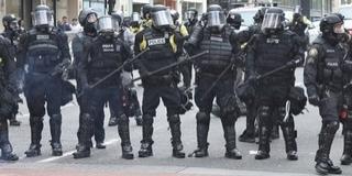 A terror után a szélsőbalos tüntetésektől szenvednek
