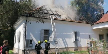 Információink szerint egy összeégett holttestre bukkantak a leégett bári kastélyban