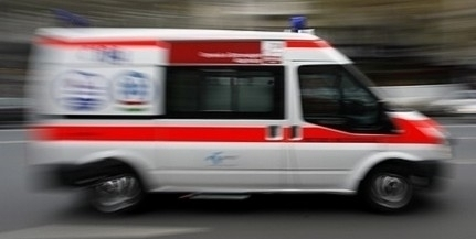 A neki segíteni igyekvő mentősökre támadt egy részeg férfi Pécsett, a rendőrök fékezték meg