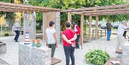 Hajléktalanoknak építettek kerti pihenőt pécsi egyetemisták