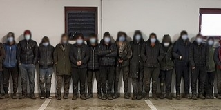 Migránsokat fuvarozó embercsempészt kaptak el az M6-oson